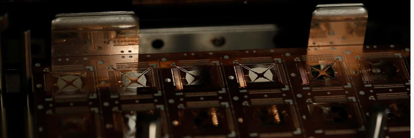 高精度芯片叠层技术